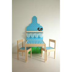 Je eigen speelplekje bij papa en mama in huis. Ontwerp ook je eigen unieke speelhuisje, gordijn, kussen, shirt, romper of sticker op www.suuzenzo.nl