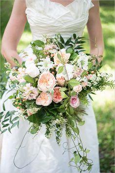 pretty peach and white bouquet @weddingchicks