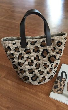 45 Amazing and simple Different colors Crochet bag patterns and handbag ideas 2019 . - Fashionable bags - 45 Amazing and Simple Different Colors Crochet Bag Patterns and Handbag Ideas 2019 … - Mode Crochet, Crochet Shell Stitch, Crochet Tote, Crochet Handbags, Crochet Purses, Easy Crochet, Bag Sewing Pattern, Bag Pattern Free, Purse Patterns