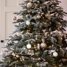 Find everything you need for Christmas right here. From your outdoor figures and tree lights, through to decorating your table for the big day. Add that extra sparkle to your Christmas! White Christmas Tree Decorations, Silver Christmas Tree, Classy Christmas, Colorful Christmas Tree, Noel Christmas, Christmas Lights, Christmas Tree Gold And Red, Christmas Tree Colour Scheme, Xmas Tree Lights