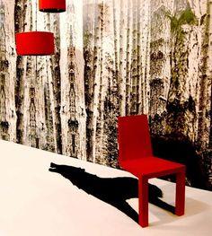 グリム童話「赤ずきんちゃん」をモチーフにした赤い椅子。背後にオオカミの影。2本脚だけど倒れません。 : インテリア雑貨の伊勢海老太郎ブログ