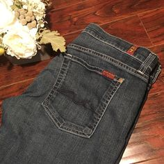"""7 for all mankind crop josefina skinny boyfriend •  Size 29 inseam: 22"""" rise:8""""  • Conditions : Preowned excellent No fades holes or stains. • All sale are final No Refund original exchange • All item comes from a pet and smoke free home. • Thanks for viewing my listing! 7 for all Mankind Jeans Ankle & Cropped"""