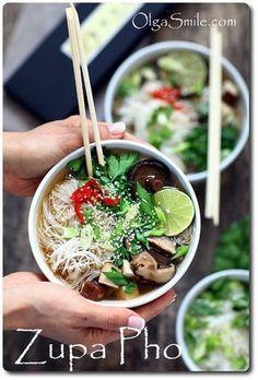 Zupa pho wietnamski rosół Asian Recipes, Healthy Recipes, Ethnic Recipes, Healthy Food, Pho, Soup Recipes, Good Food, Food Porn, Food And Drink