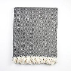 Diese weichen Baumwolldecken werden in der Türkei traditionell als Sommerdecke benutzt - eine leichte Zudecke für warme Sommernächte. Mit ihren schönen Rautenmuster lässt sich die Decke aber auch...