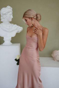 Stunning Prom Dresses, Cute Prom Dresses, Prom Outfits, Grad Dresses, Ball Dresses, Satin Dresses, Elegant Dresses, Pretty Dresses, Beautiful Dresses