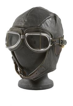 COMMERCIAL WWII LEATHER AVIATOR'S CAP AND GOGGLES,