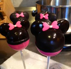 Mini Mouse Cake Pops