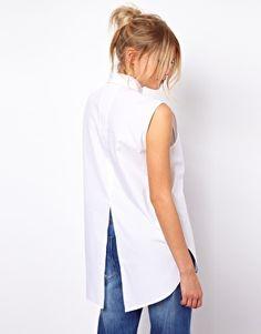 Aumentar Camisa estilo boyfriend sin mangas con detalle de pechera y abertura en la espalda de ASOS