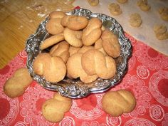 Kaneliässät - Resepti | Kotikokki.net Pretzel Bites, Bread, Ethnic Recipes, Food, Breads, Baking, Meals, Yemek, Sandwich Loaf