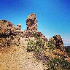 På øens næst højeste punkt, 1803 m, ligger imponerende Roque Nublo. Den er verdens højeste basalt monolit og er 80 m høj. Her kan man vandre op og nyde en storslået panoramaudsigt til Tenerife og vulkanen Teide. Lej en bil eller tag med på en vandretur med Rocky Adventure. Du kan læse mere om Gran Canaria her: www.apollorejser.dk/rejser/europa/spanien/de-kanariske-oer/gran-canaria