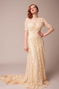 1940's ivory lace wedding gown@Elizabeth Avey. elizabethavey.com