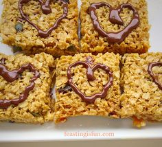 Muesli Flapjack Squares the perfect answer to rushed mornings. Muesli squares packed full of seeds dried fruit and slow energy release oats. Flapjack Recipe, Dried Fruit, Muesli, Dessert Recipes, Desserts, Healthy Treats, Tray Bakes, I Love Food, Mornings