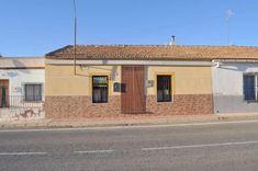 Gepflegtes Reihenhaus  Details zum #Immobilienangebot unter https://www.immobilienanzeigen24.com/spanien/30529-canada-del-trigo/Stadthaus-kaufen/27194:1737996794:0:mr2.html  #Immobilien #Immobilienportal #CanadadelTrigo #Haus #Stadthaus #Spanien