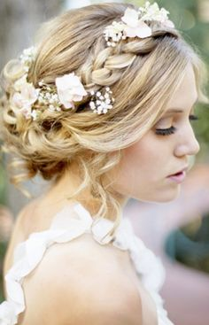 Ideas geniales para la peluquería de la novia, para dar un toque romántico y campestre.