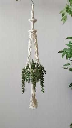 Macrame Plant Hanger Patterns, Macrame Plant Holder, Macrame Plant Hangers, Macrame Patterns, Macrame Hanging Chair, Hanging Planters, Hanging Baskets, Wall Plant Hanger, Macrame Tutorial