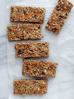 Ricardo& recipe for a breakfast bar with apple and carrot Breakfast Bars, Breakfast Recipes, Breakfast Ideas, Gourmet Recipes, Snack Recipes, Calories In Vegetables, Ricardo Recipe, Cereal Bars, Oat Bars