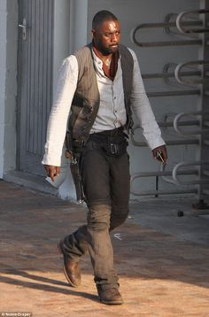 First Look: Idris Elba as the Gunslinger in The Dark Tower. Pics & details here