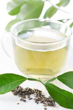 Zelený čaj má detoxikační účinky, doporučujeme pít pravidelně.. stejně tak Timotei přináši výtažky z extraktu zeleného čaje i ve svým variantách Čistota a Zdraví a lesk