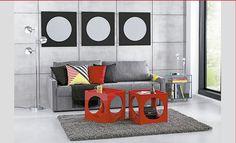 Sala de estar tendencia hype Tok Stok. Sofá cinza, parede cinza, toques de cor vermelho amarelo e preto
