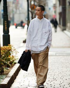 普通の服、普通のスタイル。 Case 03 | STYLE | AH.H Well Dressed Men, Gentleman Style, Minimal Fashion, Mode Style, Asian Men, Streetwear Fashion, Fashion Brands, Street Wear, Men Casual