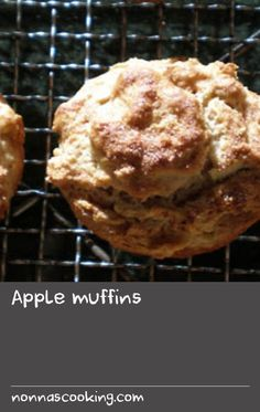 SBS Dutch radio's Yvonne Davis shares her quick and easy recipe for apple muffins. The key is to use tart green apples, such as the Granny Smith variety. Apple Recipes Easy, Dutch Recipes, Puff Recipe, Apple Muffins, Granny Smith, Greens Recipe, Quick Easy Meals, Apples, Tart