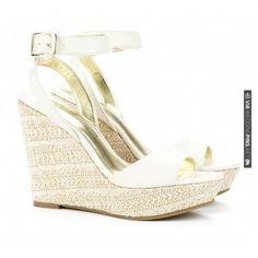 gold Jimmy Choo shoes | VIA #WEDDINGPINS.NET