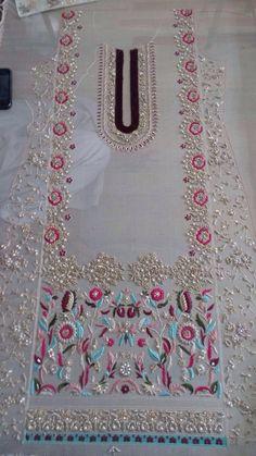 Zardozi Embroidery, Embroidery On Kurtis, Embroidery Leaf, Kurti Embroidery Design, Hand Embroidery Flowers, Hand Work Embroidery, Embroidery Fashion, Hand Embroidery Designs, Machine Embroidery
