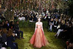 Jardín secreto- María Grazia Chiuri desveló su primera colección Alta Costura para Dior en una puesta en escena de fantasía, en el Musee Rodin de París.