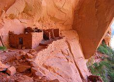 Cliff dwellings at Betatakin - Navajo National Monument, Arizona