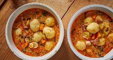 Kolbászos krumpligombócleves recept   Street Kitchen Pho, Chana Masala, Soup Recipes, Hamburger, Curry, Ethnic Recipes, Kitchen, Soups, Street