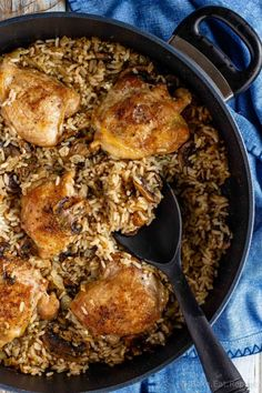 This one pot mushroom chicken and rice recipe is an easy one pot meal - flavourful chicken and mushrooms with creamy rice. L cooked in the same pot! Chicken Rice Recipes, Chicken Flavors, Crockpot Recipes, Cooking Recipes, Uk Recipes, Chicken Ideas, Healthy Chicken, Popular Recipes, Yummy Recipes