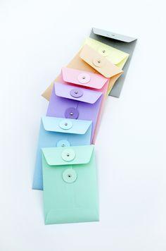 Free Printable: envelope templates with string-tie & standard designs Mason Jar Crafts, Mason Jar Diy, Diy Envelope, Envelope Templates, Diy Paper, Paper Crafts, Crafts To Sell, Diy Crafts, Partys