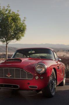 Name this car, gentlemen.