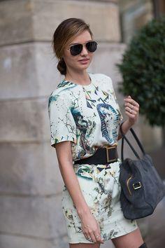 Street Style: Paris Fashion Week Spring 2014 - Miranda Kerr - a cute little look, just add killer heels. Spring Street Style, Street Style Looks, Looks Style, Street Chic, Spring Summer Fashion, Spring 2014, Spring Style, Paris Street, Estilo Miranda Kerr