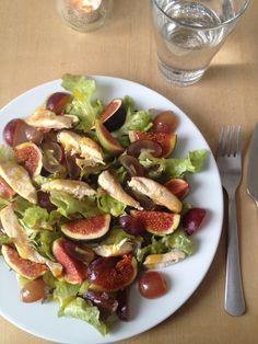 Weintrauben-Feigen-Salat mit gebratener Hähnchenbrust