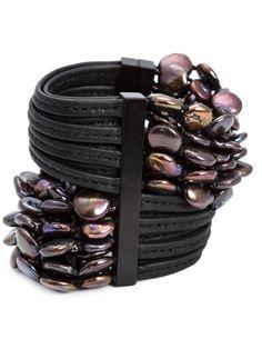 Shoppen Monies Armband mit mehreren Perlenreihen von Patron of the New aus den weltbesten Boutiquen bei farfetch.com/de. In 300 Boutiquen an einer Adresse shoppen.