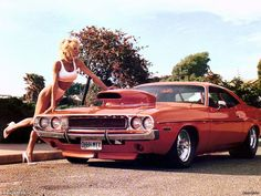 25 Photos of Hot Girls With Classic Cars - 1970 Dodge Challenger