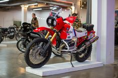 An homage to the Dakar Rally race bikes from the this BMW from Roland Sands Design caught our eye at The One Moto Show. Bike Bmw, Moto Bike, Dunlop Tires, Roland Sands, Nine T, Race Engines, Cafe Racer Bikes, Cars And Motorcycles, Rally