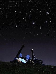In certe notti d'estate, perdersi con lo sguardo fra le stelle è uno dei modi più saggi di impiegare il proprio tempo.  - Anton Vanligt, Mai troppo folle