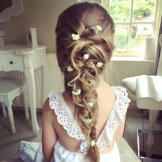 Coiffure petite fille communion - Newest Jewelry Models Flower Girl Hairstyles, Braided Hairstyles Updo, Little Girl Hairstyles, Trendy Hairstyles, Beautiful Hairstyles, Braided Updo, Pixie Hairstyles, Hairstyle Ideas, Evening Hairstyles