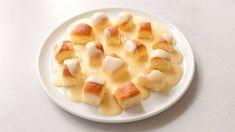 Sweet buns with vanilla custard Breakfast Fritata, Fruit Salad, Macaroni And Cheese, Waffles, Oatmeal, Food And Drink, Sweets, Meals, Baking