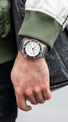 Beautiful photo of the white dial Hamtun Kraken titanium dive watch. Affordable Automatic Watches, Best Affordable Watches, Automatic Watches For Men, Cheap Watches For Men, Stylish Watches, Cool Watches, Best Sports Watch, Titanium Watches, Watch Brands