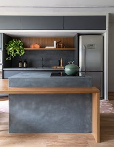 Green Kitchen: Designs, Models and Photos with Color! - Home Fashion Trend Green Kitchen, New Kitchen, Kitchen Dining, Kitchen Decor, Kitchen Furniture, Kitchen Interior, Küchen Design, House Design, Concrete Kitchen