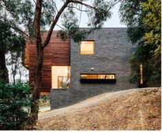 Invermay House is a residential project with wooden facade, developed by Moloney Architects, studio founded by Mick and Jules Moloney. Landscape Arquitecture, Wooden Facade, Recycled Brick, Buy Solar Panels, Design Exterior, Timber Cladding, Australian Homes, Facade House, Art And Architecture