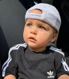 Cute Baby Boy Outfits, Kids Outfits Girls, Cute Baby Clothes, Cute Little Baby, Cute Baby Girl, Baby Love, Funny Baby Faces, Funny Babies, Baby Boy Pictures