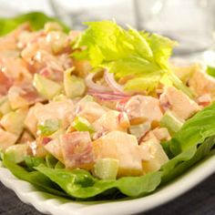 Buffalo Chicken & Potato Salad Recipe Salads with red potato, hellmann' or best food real mayonnais, purple onion, celery, cayenne pepper… Chicken Potato Salad, Chicken Potatoes, Chicken Dips, Cooked Chicken, Chicken Recipes, Buffalo Chicken Dip Recipe, Cauliflower Recipes, How To Cook Chicken, Salad Recipes