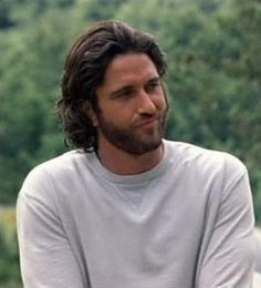 Gerard Butler ♥ this looks like from when he was in Timeline in 2003 LIKE THE LOOK FOR @durinheir