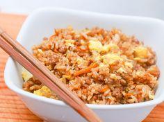 Arroz frito con ajo al estilo tailandés
