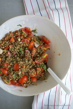 Cold lentil and cherry tomato salad-Insalata di lenticchie e pomodorini fredda lentil and tomato salad - Vegetarian Recipes, Cooking Recipes, Healthy Recipes, Healthy Salads, Cena Light, Cherry Tomato Salad, Clean Eating, Healthy Eating, Food Humor