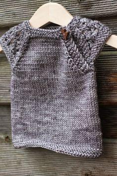 Suloisen pieni - Lankamutkalla Knitting For Kids, Knitting Projects, Baby Knitting, Knitting Patterns, Sewing Patterns, Grey Poncho, Knitted Baby Cardigan, T Baby, Baby Patterns